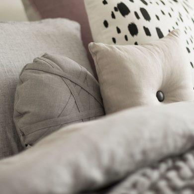 b-main-cushion